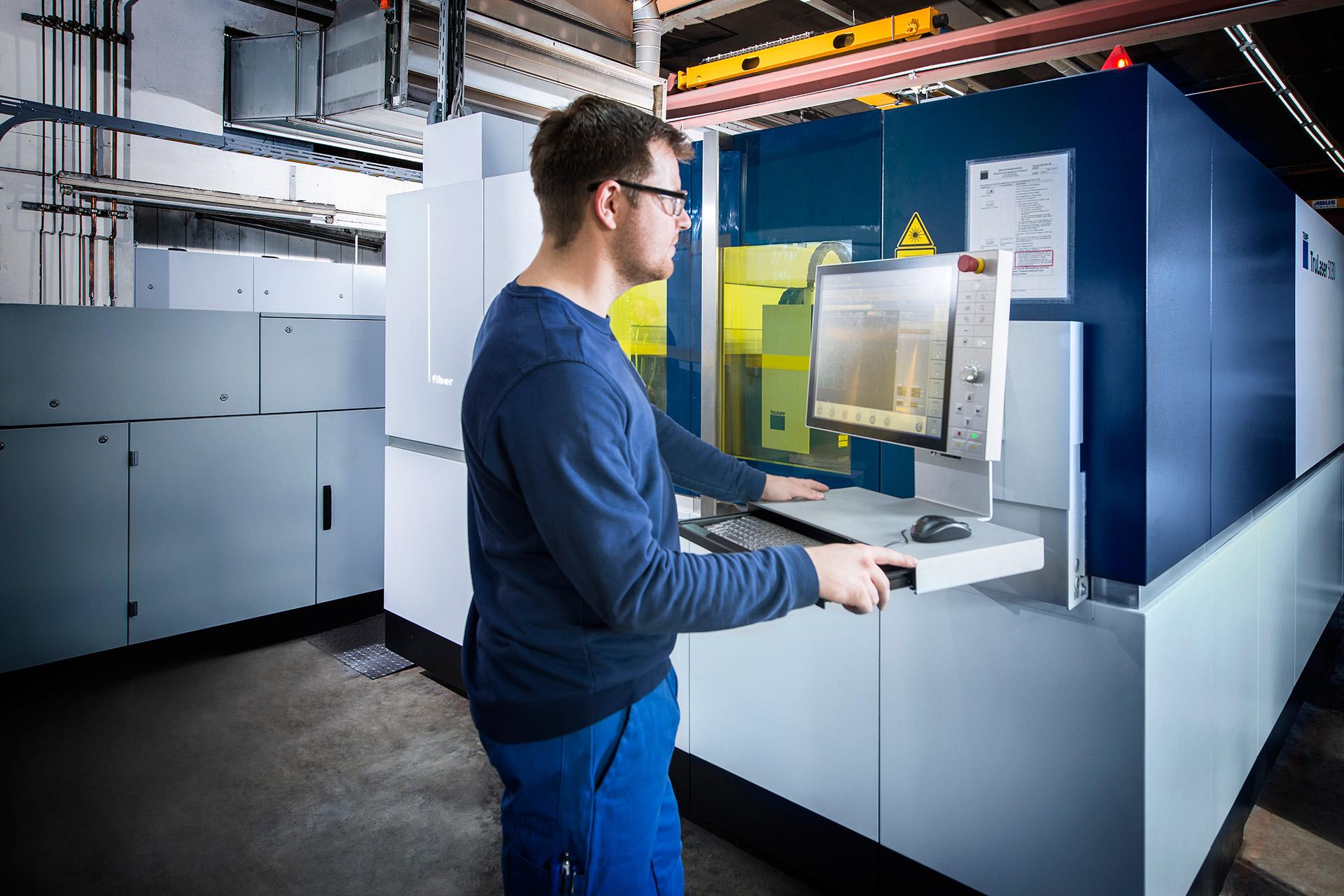 Glüpker Blechtechnologie: Lasern / laser cutting