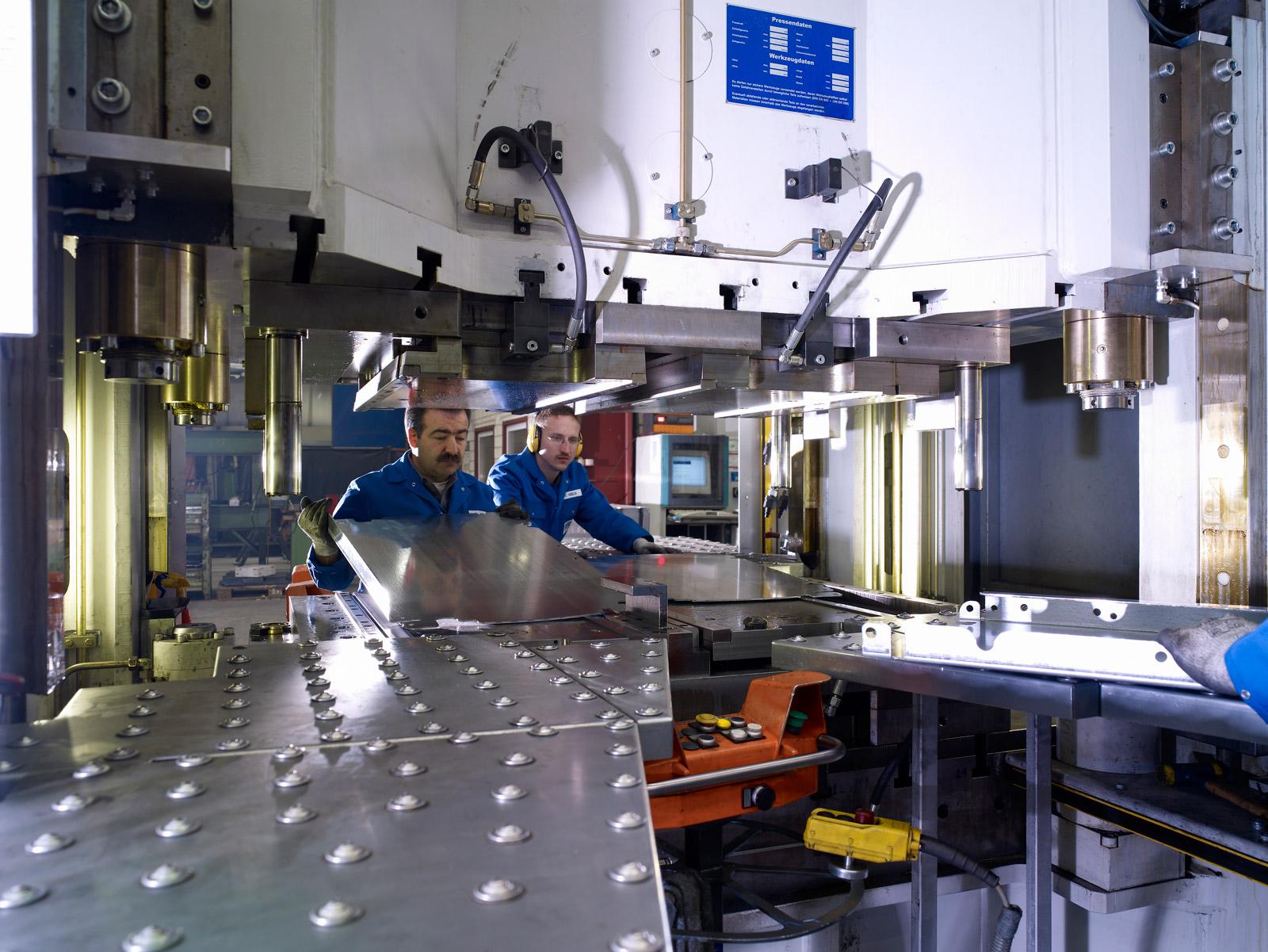 Glüpker Blechtechnologie: Pressen / Presses
