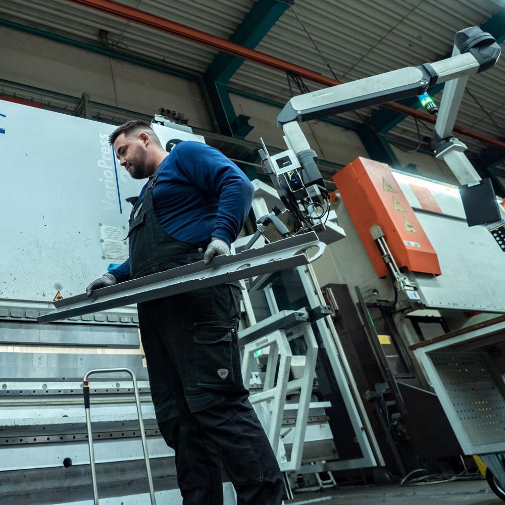 Glüpker Blechtechnologie: Kanten & Kantroboter / Edge Robots